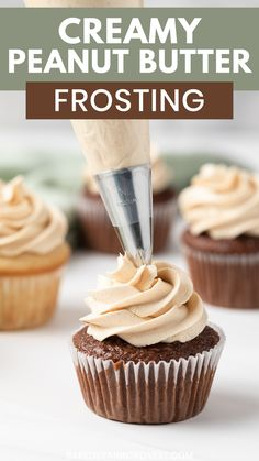 The creamiest Peanut Butter Frosting! It's great for cakes, cupcakes, cookies, and brownies. This easy recipe for fluffy peanut butter frosting is incredible with a moist chocolate cupcake! Cake Decorating Tips, Chocolate Recipes, Chocolate Cupcakes Decoration, Frosting For Chocolate Cupcakes, How To Bake Cupcakes, Best Frosting For Cupcakes, Cool Cupcakes, Kit Kat Cupcakes, Cupcake Frosting Techniques