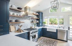 Home Interior Design blue kitchen cabinets//open shelving.Home Interior Design blue kitchen cabinets//open shelving Kitchen Interior, New Kitchen, Kitchen Decor, Blue Kitchen Ideas, Kitchen White, Awesome Kitchen, Apartment Kitchen, Design Kitchen, Kitchen Layout