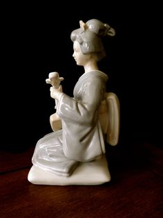 Beautiful Vintage Porcelain Geisha Playing A by GoldenBeeAntiques