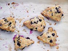 Blueberry Scones mit Buttermilch - http://www.fuersie.de/kochen/backrezepte/galerie/rezepte-von-cynthia-barcomi/page/6#page7