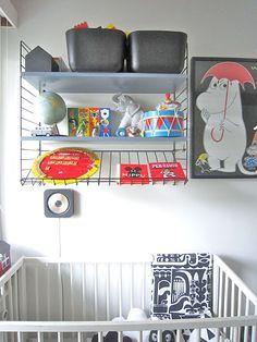 Children's room - String shelf - Time of the Aquarius