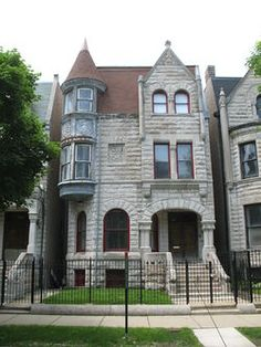 the residence of civil rights advocate Ida B. Wells, and her husband Ferdinand Lee Barnett from 1919 to 3624 S. Drive in the Douglas community area of Chicago, Illinois. Wells House, South Side Chicago, American Mansions, Chicago Neighborhoods, Second Empire, Romanesque, Old Buildings, Historic Homes, Victorian Homes