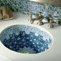 Waschbecken-in-Blau-und-Weiß - Танечка Тищенко- Bathroom Interior Design, Beautiful Bathrooms, Cheap Home Decor, Beautiful Homes, Sweet Home, Blue And White, White White, House Design, Design Design