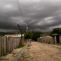 > #Jaraguenses esperando aguacero en #VillaJaragua