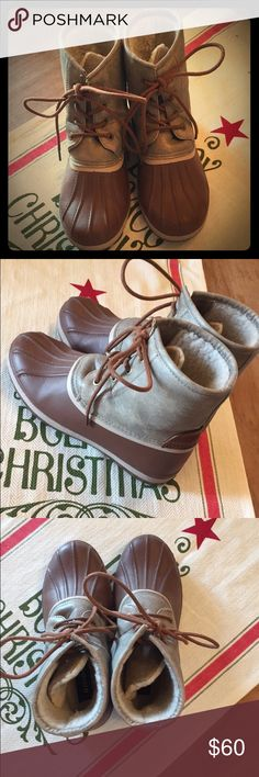 Duck boots Worn a few times. Great condition Shoes Winter & Rain Boots