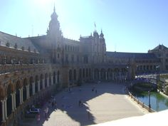 The book, Passport to Love by Jayne Silva, available on kindle download, also visits beautiful Sevilla.