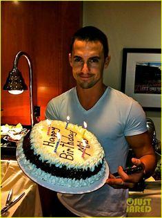 Milo Ventimiglia: Birthday Cake. Totes Adorbs. :)