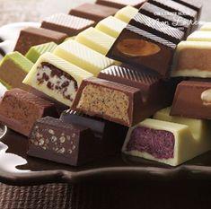 Chocolate Wrapping, Artisan Chocolate, Chocolate Sweets, Chocolate Shop, Chocolate Bark, Christmas Chocolate, Chocolate Coffee, Delicious Chocolate, Delicious Desserts