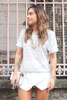 Blusa Miss Manga, short Zara, Colar C&A, bolsa Miallegra.  Miss Manga white blouse, Zara skort. All white and polka dots.
