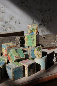a child's blocks left behind Derelict Places, Abandoned Places, Haunted Places, Abandoned Mansions, Abandoned Buildings, Abandoned Castles, Mysterious Places, Urban Exploration, Vintage Toys