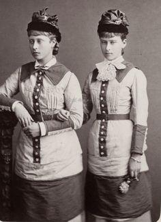images of princess irene of hesse with sister Elisabeth : rather unflattering dresses !