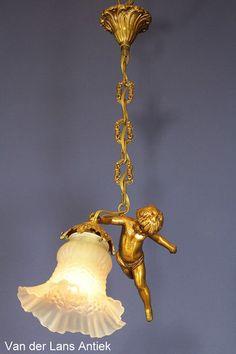 Engellamp 25853 bij Van der Lans Antiek. Meer antieke lampen op www.lansantiek.com