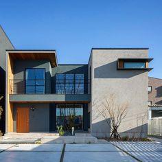 """좋아요 784개, 댓글 4개 - Instagram의 クラシスホーム(@clasishome)님: """"シンプルなフォルムが素材を引き立てる外観。 木の質感が優しい家。 #clasishome #arbo"""" House Architecture Styles, Concrete Architecture, Architecture Design, Building Facade, Building A House, Simple House Exterior, Box Houses, Japanese House, Facade House"""