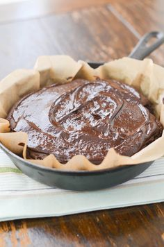 Looking for the most delicious flourless paleo chocolate cake? Or a great birthday cake? Bonus: easiest chocolate ganache icing! gluten free