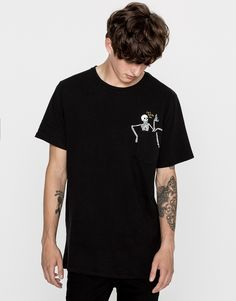 Skeleton pocket print T-shirt - Clothing - New - Man - PULL&BEAR United Kingdom