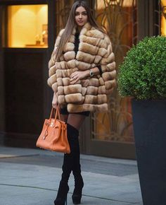 48 Ultra Modern Street Fashion Styles That Fuse In The Best Styles From All Over The World To Create The Best Hippie Look Fur Fashion, Winter Fashion, Womens Fashion, Street Fashion, Sexy Outfits, Fashion Outfits, Fashion Styles, Sexy Women, Women Wear