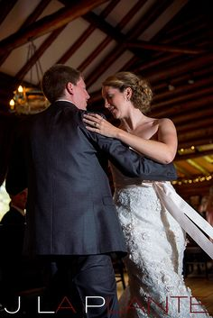 A gorgeous Summer wedding at The Twin Owls Steakhouse and Black Canyon Inn in Estes Park, Colorado. Photographed by J. La Plante Photography. Rocky Mountain summer wedding. Colorado wedding inspiration.
