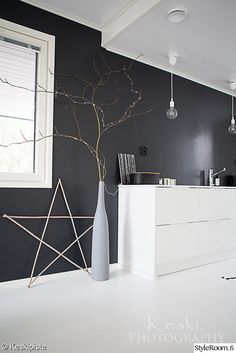 keittiö,musta seinä,sisustus,mustavalkoinen sisustus,talvisisustus