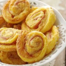 Ma recette du jour : Feuilleté jambon cru fromage sur Good-recettes.com Yummy Appetizers, Appetizer Recipes, Snack Recipes, Snacks, Cooking Tips, Cooking Recipes, Wine Parties, Ham And Cheese, Onion Rings