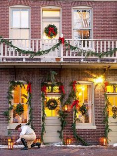 Trade the madness of the mall for days enjoying the holiday season in St. Charles, Missouri, a charming town steeped in history.