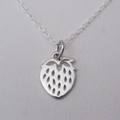 925 Sterling Silver Shell 3-D Charm Pendant 26mm x 11mm