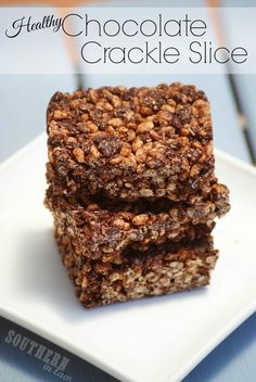 Gluten Free Chocolate Crackle Recipe - Chocolate Coconut Rice Krispy Treats ( will add protein powder) Lunch Box Recipes, Raw Food Recipes, Sweet Recipes, Dessert Recipes, Lunchbox Ideas, Desserts, Chocolate Protein, Gluten Free Chocolate, Chocolate Recipes