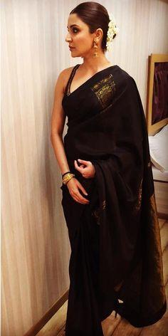 Anushka Sharma reminds us of goddess Durga in this Black sari and her dark smokey eyes. Trendy Sarees, Stylish Sarees, Indian Dresses, Indian Outfits, Anushka Sharma Saree, Saree Trends, Black Saree, Saree Look, Indian Attire