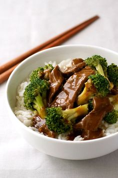 Chinese Beef and Broccoli Stir Fry - a recipe from a Chinese restaurant! Extra saucy, easy to make and you can get all the ingredients from the supermarket.