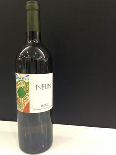"""CLOS NELIN 2004   Clos Mogador (DOQ Priorat)  """"René Barbier habla en blanco"""".   Vino blanco intenso, denso y con una nariz muy especial elaborado con Garnacha Blanca, Macabeo, Viognier y Escanyavella.   https://www.petitceller.com/es/clos-nelin-blanc-2004/v/837/"""