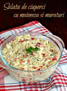 Salata de ciuperci cu maioneza si muraturi. Ciupercute cu maioneza, castraveti si gogosari murati. Gata in 10 minute. Simplu de facut si gustos. Veg Recipes, Healthy Salad Recipes, Vegetarian Recipes, Cooking Recipes, Cold Vegetable Salads, Good Food, Yummy Food, Vegetarian Appetizers, Keto Food List