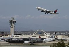 https://flic.kr/p/by4qYh | Coming and going, Delta, Boeing 757-200 + Air New Zealand , All Blacks, Boeing 777-300ER | LAX April 5, 2012