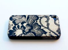 Spray Painted Lace Cell Phone Case --> #DIY #SprayPaint #Crafty