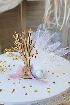 Πρωτοτυπήστε με αυτή τη DIY μπομπονιέρα δεντράκι. Θες κι άλλες ιδέες για μπομπονιέρες γάμου; Πάτησε στην εικόνα και βρες ιδέες για elegant μπομπονιέρες.  #mpomponieres #mpomponieresgamou #weddingfavors #goldweddingfavors #μπομπονιερες #μπομπονιερεςγαμου #χειροποιητεςμπομπονιερες #goldwhitewedding #elegantweddingdecor #elegantweddingdecoration #weddinginspiration #goldwedding #γαμος #διακοσμησηγαμου #γαμος2020 #wedding2020 #barkasgr #barkas #afoibarka #μπαρκας #αφοιμπαρκα #imaginecreategr Dream Wedding, Wedding Ideas, Create, Projects, Wedding Ceremony Ideas