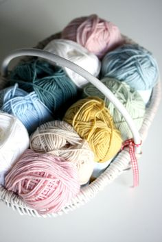Coco Rose Diaries: Ta-dahs of sorts and a whole lot of waffle. Yarn Color Combinations, Colour Schemes, Knitting Wool, Wool Yarn, Knitting Kits, Cute Crochet, Knit Crochet, Coco Rose Diaries, Knit Basket