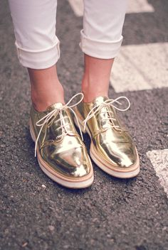 Im not the type of girl to be seen in gold shoes but theres something about these I like. The handsome shoe with a fun flare. Oxford Shoes Outfit, Oxford Flats, Casual Shoes, Mode Shoes, Beautiful Shoes, Pretty Shoes, Shoe Collection, Timberland Boots, Stilettos