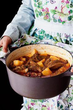 Guiso de cordero con patatas | ECOHAPPYANDHIPPIE Lamb Recipes, Meat Recipes, Mexican Food Recipes, Cooking Recipes, Ethnic Recipes, Spanish Recipes, Crock Pot Slow Cooker, Slow Cooker Recipes, Guiso Recipe