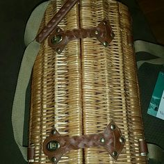 Roind Picnic Basket (Price is Firm) Round Wicker Basket with Leather straps comes with wine glasses, cutting board, knife and napkins. This item was very expensive and I have lowered the price as low as I am able . This is a unique gift. New pics above ♡ Other