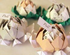 Une centaine 100 Origami Lotus Blossom faveurs avec Message personnalisé (partitions Accent)-fleurs mariage alternatif