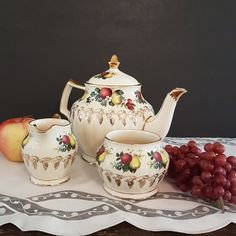 Apple Pear, Red Apple, Country Chic Kitchen, Bubble Paper, Glass Tea Cups, Fall Fruits, Small White Flowers, Cream And Sugar, Autumn Fall