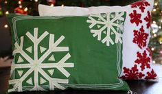 DIY Christmas Pillows from Placemats #Christmas #christmaspillow #diy #pillows #Placemats Diy Throw Pillows, Sewing Pillows, How To Make Pillows, Christmas Pillow, Christmas Diy, Pom Pom Wreath, Decoupage Furniture, How To Make Diy, Christmas Projects