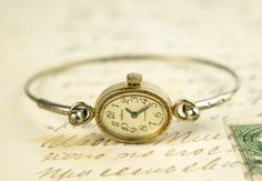 Classical gold tone ladies watch / good vintage condition/ made in 80s in USSR. This watch is gold-plated (with mark * T * )!!!!!!!!!!!!  New