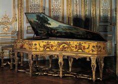 """""""Clavecin. Mécanisme de Hans RUCKERS, dit Ruckers l'ancien (1540-1598), facteur de clavecin flamand. Caisse à decor d'arabesque sur fond or par Claude AUDRAN II (1639-1684), peintre et décorateur, fin du XVIIème."""" (1) ••• (1) http://berdom.skyrock.mobi/2438076299-Rez-de-chaussee-Aile-centrale-Appartement-de-madame-Victoire-72.html"""