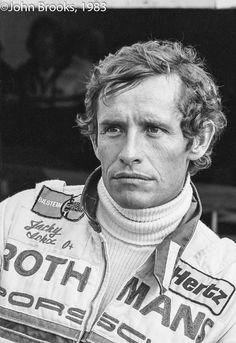 jacky ickx : basta se scrivo che ha vinto 6 volte la 24 Ore di Le Mans ? No, il poliedrico Jacky ha fatto molto di più, riuscendo a trionfare in discipline diverse, dalla Formula 1 ( 8 Gran Premi ), allo sportprototipi ( 1982 - 1983 ), ai Rally ...