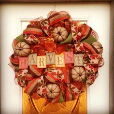 Fall Deco Mesh Wreath Deco Mesh Wreaths, Fall Wreaths, Crafts To Do, Diy Crafts, School Wreaths, Fall Deco Mesh, Decorating Ideas, Decor Ideas, Thanksgiving Wreaths