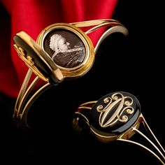 Late Victorian gold onyx memorial bangle, from Queen Victoria upon the passing her Great Aunt Augusta, Duchess of Cambridge