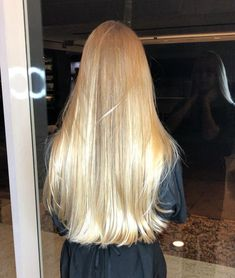 My hair looked like this when I was kid, got much darker over… dream blonde hair. My hair looked like this when I was kid, got much darker over the years Blonde Hair Looks, Brown Blonde Hair, Warm Blonde, Blonde Straight Hair, Blonde Long Hair, Blonde Honey, Medium Blonde, Beautiful Long Hair, Gorgeous Hair