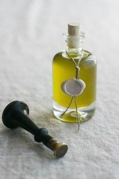 DiY - Offrir de l'huile d'olive à ses invités le jour de son mariage - La mariée aux pieds nus http://www.lamarieeauxpiedsnus.com/blog