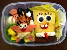 A bento is basically a fancy Japanese lunchbox. Many Japanese mothers prepare bento box lunch for their kids, and arrange the meal in a pleasing way. Using different cartoon characters and animals, they make their bento boxes amazing. Cute Food, Good Food, Funny Food, Creative School Lunches, Lunch Box Recipes, Lunch Ideas, Bento Box Lunch, Bento Lunchbox, Food Decoration