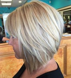 Angled Blonde Bob With Bangs Inverted Bob Haircuts, Choppy Bob Hairstyles, Long Bob Haircuts, Modern Hairstyles, Short Hairstyles For Women, Cool Hairstyles, Hairstyle Ideas, Medium Hair Styles, Curly Hair Styles