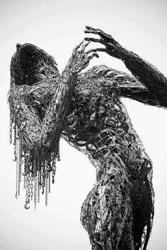 Foto: Recycled art sculpture by Dan Das Mann and Karen Cusolito Instalation Art, Sculpture Metal, Art Sculptures, Abstract Sculpture, Sculpture Ideas, Rustic Sculptures, Alberto Giacometti, Scrap Metal Art, Junk Metal Art